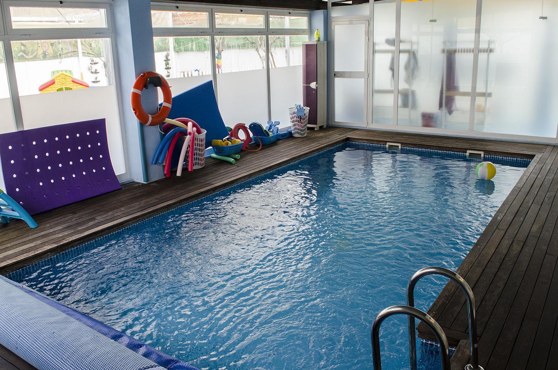Los beneficios de la nataci n en invierno for Piscina cubierta dos hermanas